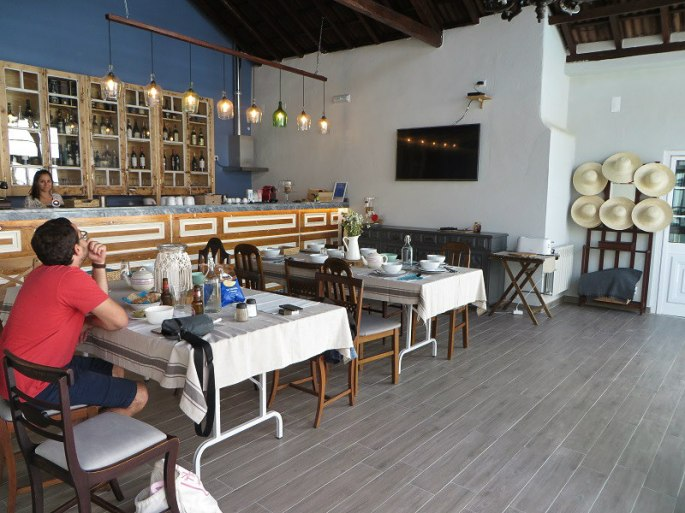 Dining hall and Reception Area - Ericeira Soul Guesthouse