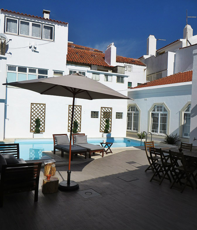 Pool and Lounge Area - Ericeira Soul Guesthouse