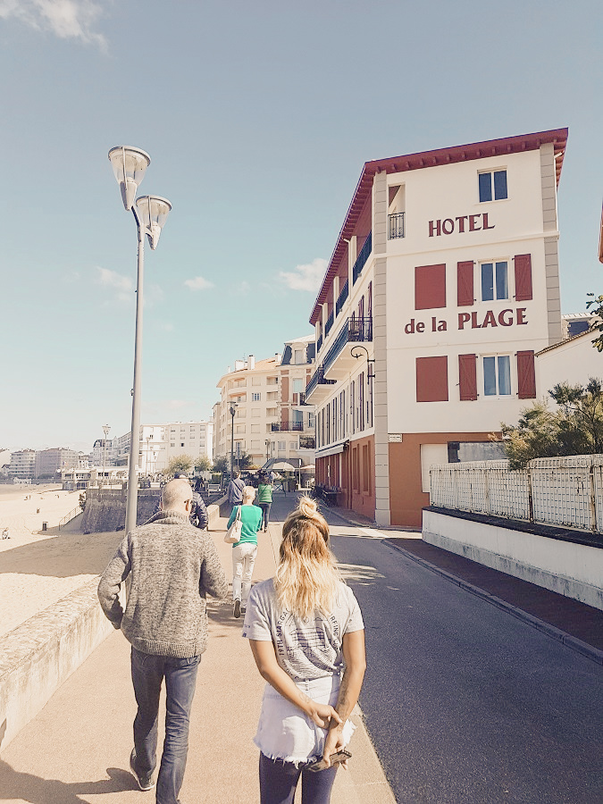 Walking down the promenade with the Tromeurs