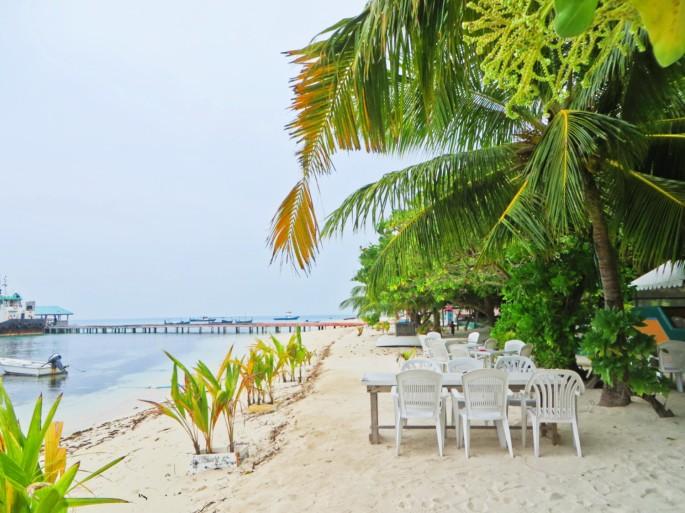 beach side dining