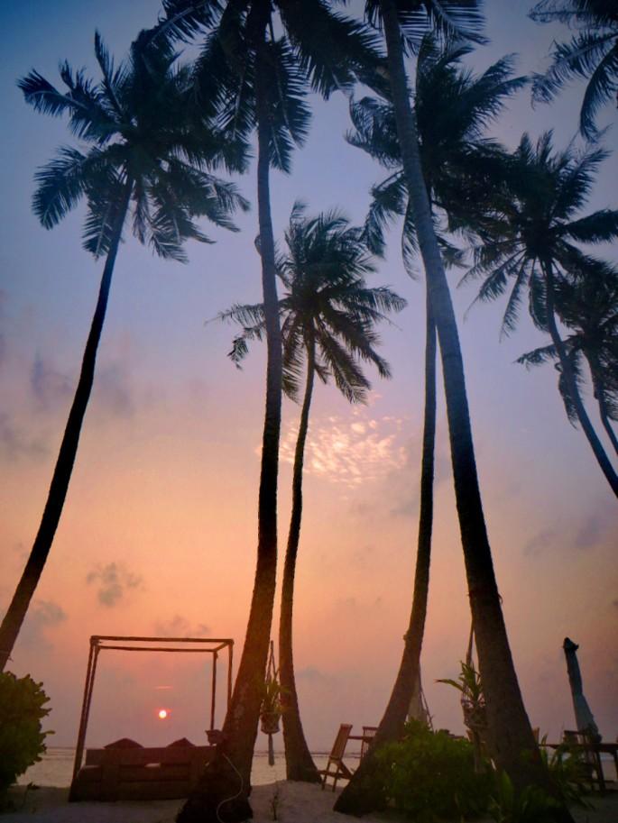 sunrise in thulusdhoo