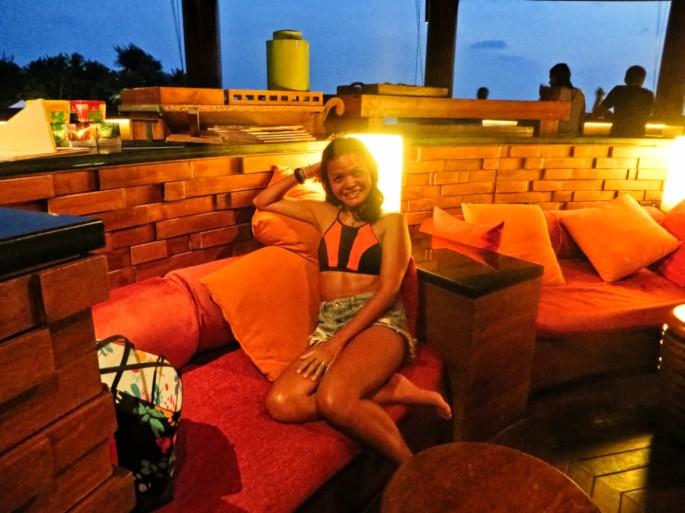 Viu Bar at night