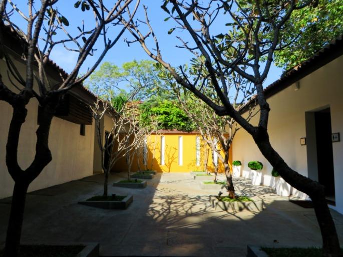 photo of the inside courtyard of the Ekho Lake House