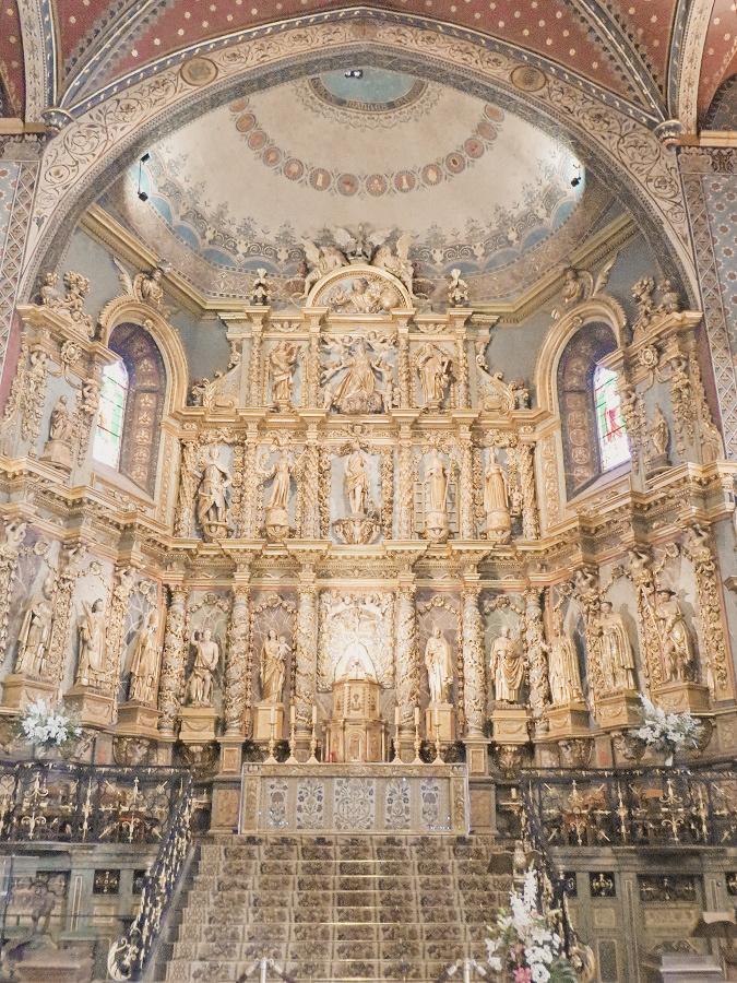 Inside the Église Saint-Jean-Baptiste