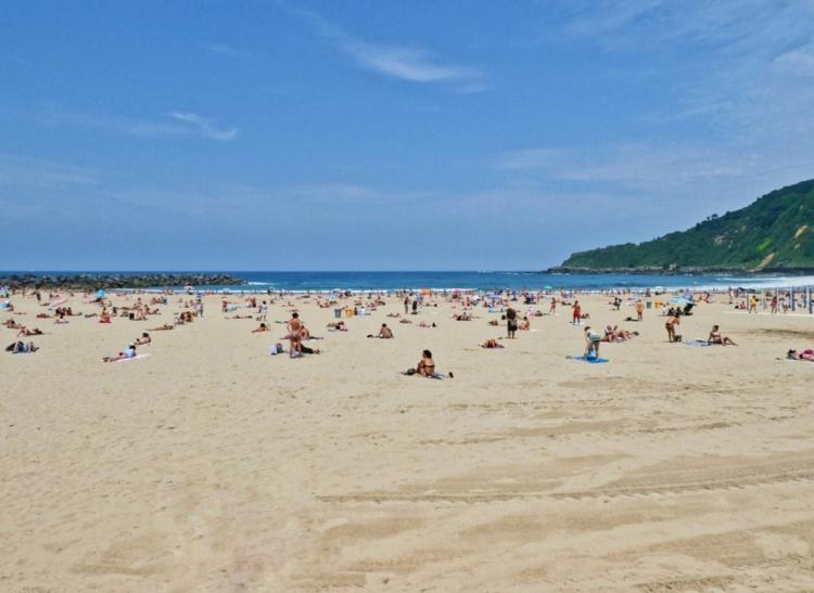 Beach bodies at Playa Zurriola-01