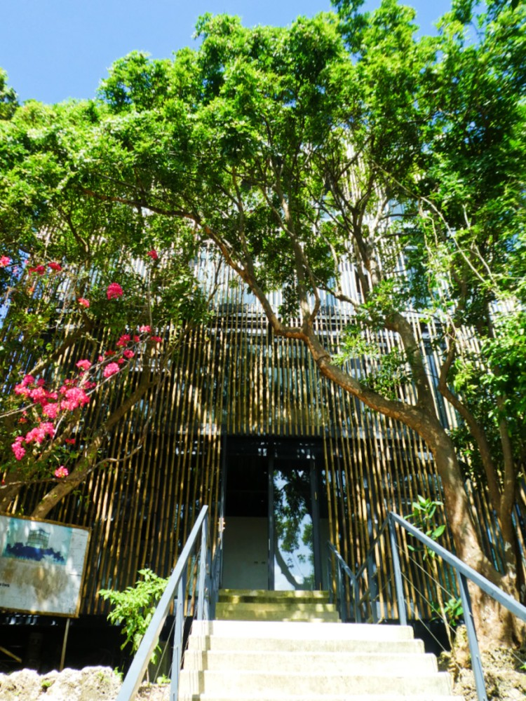 entryway to the bamboo covered modern building serving as view deck