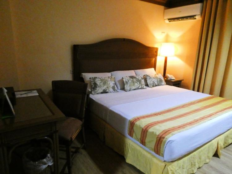Queen size bed of superior room in Boracay Tropics