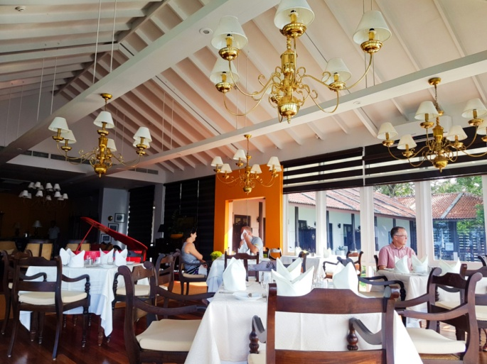guests eating breakfast at the restaurant of Ekho Lake House hotel
